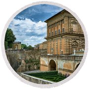 The Back Of The Pitti Palace In Florence Round Beach Towel