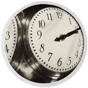 The Clock At Grand Central Round Beach Towel