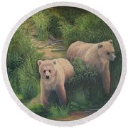 The Cubs Of Katmai Round Beach Towel