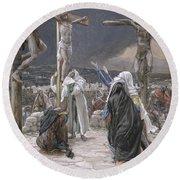 The Death Of Jesus Round Beach Towel