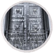 The Door At The Parthenon In Nashville Tennessee Black And White Round Beach Towel