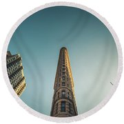 The Flatiron Building Towering Over Manhattan Round Beach Towel