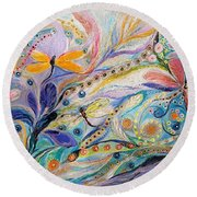 The Flowers And Dragonflies Round Beach Towel