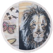 The Lion And The Butterflies Round Beach Towel