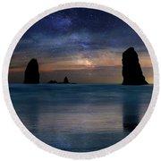 The Needles Rocks Under Starry Night Sky Round Beach Towel