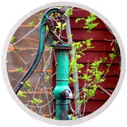 The Old Rusty Water Pump Round Beach Towel