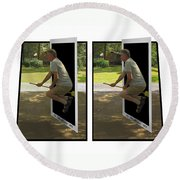 The Potter Effect - Gently Cross Your Eyes And Focus On The Middle Image Round Beach Towel