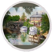 The Red Lion Inn By The Riverbank Round Beach Towel