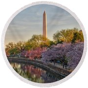 The Washington Monument And The Cherry Blossoms Round Beach Towel