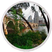 Third Avenue Bridge Round Beach Towel