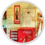 Thirst-quencher Old Coke Machine Round Beach Towel