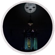 Three Crowns Of The Stockholm City Hall In The Full Moon Round Beach Towel