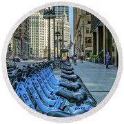 Towards Wrigley Building Round Beach Towel