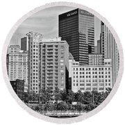 Tower Over Pittsburgh In Black And White Round Beach Towel