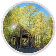 Truckee Shack Near Sunset During Early Autumn With Yellow And Green Leaves On The Trees Round Beach Towel