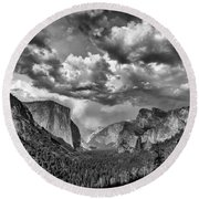 Tunnel View In Black And White Round Beach Towel