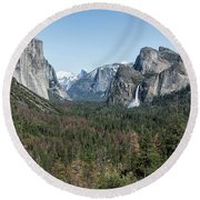 Tunnel View Of Yosemite During Spring Round Beach Towel