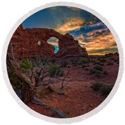Turret Arch At Sunset Round Beach Towel