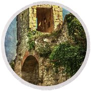 Turret At Wallingford Castle Round Beach Towel