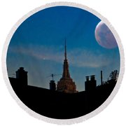 Twilight Time In The City Round Beach Towel