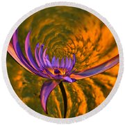 Twisted Waterlily Round Beach Towel