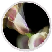 Twisting Cala Lily One Round Beach Towel