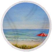Un Parasol Rouge Round Beach Towel