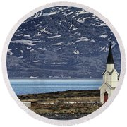 Unjarga-nesseby Church In Arctic Norway Round Beach Towel