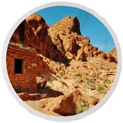 Valley Of Fire Cabin Round Beach Towel