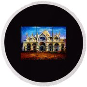 Venice - Pigeons On San Marco Square Round Beach Towel