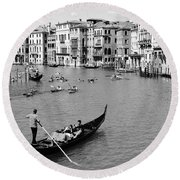 Venice In Black And White Round Beach Towel