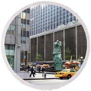 New York's Venus De Milo Round Beach Towel