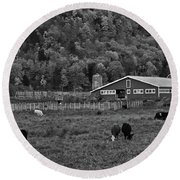 Vermont Farm With Cows Black And White Round Beach Towel