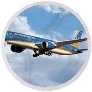 Vietnam Airlines Boeing 787 Dreamliner Round Beach Towel