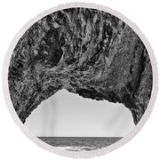 View Of The Natural Tunnel Of Hole In The Wall Beach Round Beach Towel
