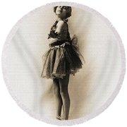Vintage Ballet Dancer On Pointe Round Beach Towel
