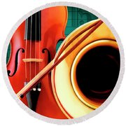 Violin And French Horn Round Beach Towel