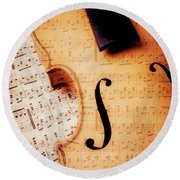Violin And Musical Notes Round Beach Towel