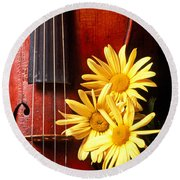 Violin With Daises  Round Beach Towel