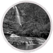 Virgina Falls In The Pool - Black And White Round Beach Towel