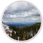 Vista With Snow And Red Rock Round Beach Towel