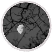 Waning Black And White Round Beach Towel
