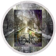 Waiting In The Snow Round Beach Towel