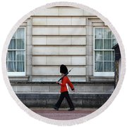 Walkabout In London Round Beach Towel