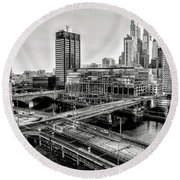 Walnut Street City View In Black And White Round Beach Towel