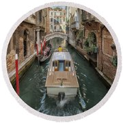 Wandering The Beautiful Venice Canals Round Beach Towel