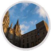 Warm Sun Glow On The Cathedral Of Barcelona Round Beach Towel