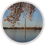 Washington Monument With Cherry Blossoms Round Beach Towel