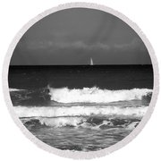 Waves 4 In Bw Round Beach Towel