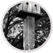 Weathered Bird House Round Beach Towel